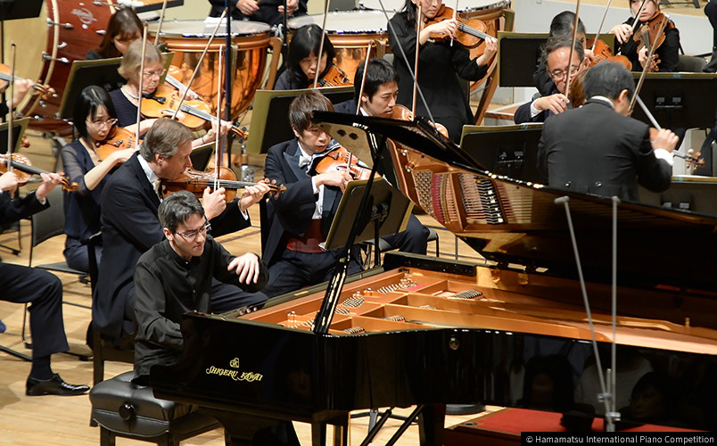 Alexander Gadjiev playing the Shigeru Kawai SK-EX concert grand piano in the final of the competition.