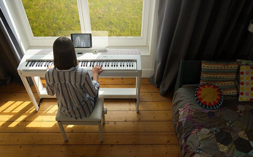 Kawai ES520 portable digital piano (white)